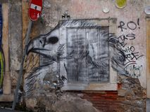 Scena urbana prospera di arte della via e dei graffiti a Lisbona, Portogallo, 2014 Immagini Stock