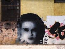 Scena urbana prospera di arte della via e dei graffiti a Setubal, vicino a Lisbona, il Portogallo, 2014 Immagini Stock