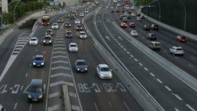 Scena vaga di traffico urbano Barcellona archivi video