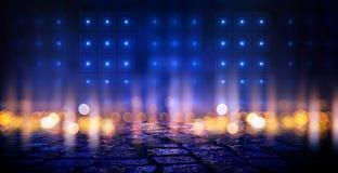 Scena vuota scura, luce al neon multicolore del proiettore, luce astratta del bokeh, asfalto bagnato royalty illustrazione gratis
