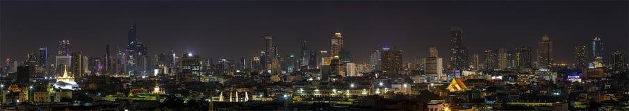 Scena wieżowowie Bangkok Tajlandia przy półmrokiem Obrazy Stock