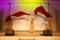 Scena występ ekskluzywna restauracja lato pałac tancerze tanczy przedstawienie zespół grupy styl Zdjęcia Royalty Free