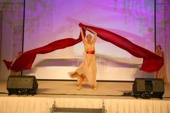 Scena występ ekskluzywna restauracja lato pałac tancerze tanczy przedstawienie zespół grupy styl Fotografia Royalty Free