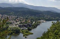 Scena z góry, jeziora, halizny, lasowego i mieszkaniowego okręgiem bulgarian wioska Pancharevo, Sofia Zdjęcia Royalty Free