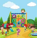 Scena z wiele dzieciakami w boisku ilustracji