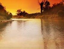 Scena zmierzchu colour tło przy rzeką w wsi Zdjęcia Royalty Free