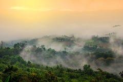 Scenary hermoso en Tailandia sobre el valle de la montaña en su Imágenes de archivo libres de regalías