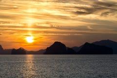 Scenary zmierzch przy morzem na mrocznym niebie po zmierzchu Fotografia Royalty Free