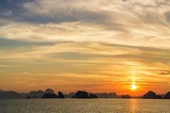 Scenary zmierzch przy morzem na mrocznym niebie po zmierzchu Obraz Royalty Free