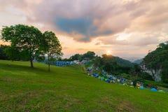 Scence de coucher du soleil de l'avant du camp Photographie stock