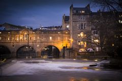 Pulteney Bridge by night in the city of Bath Stock Images