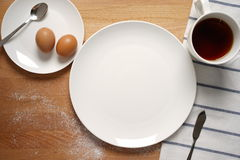 Scene from a breakfast table with an empty plate Royalty Free Stock Photos
