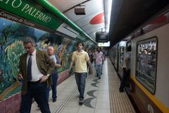 Scene in the Buenos Aires subway Stock Photography