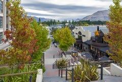 Scene della via e distretto aziendale di Queenstown, isola del sud della Nuova Zelanda Fotografie Stock Libere da Diritti