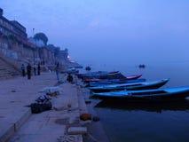 Scene di Gange a città santa di Varanasi in India Immagine Stock Libera da Diritti