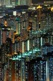 Scene di notte delle costruzioni ad alta densità Fotografie Stock