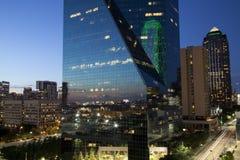 Scene di notte di Dallas immagini stock libere da diritti