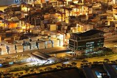 Scene di notte di zona dell'accumulazione del contenitore Fotografia Stock
