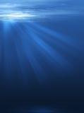 Raggi di luce con la profondità del mare Fotografia Stock