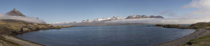 Sceneria blisko Teigarhorn Naturalny Pomnikowy Panoramicznego - woda Obraz Stock