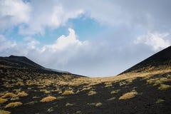 Sceneria i lawowi pola Mt Góry Etna wulkan w akci Fotografia Royalty Free
