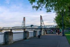 Sceneria Tom McCall nabrzeża park w w centrum Portland Fotografia Stock