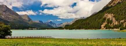 sceneria wysokogórski nadjeziorny widok Obrazy Stock