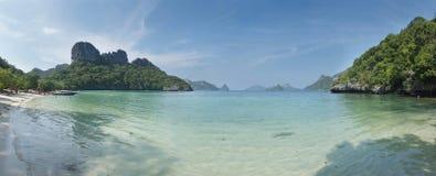 Sceneria z tropikalnym morzem i wyspami Fotografia Royalty Free