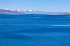 Scenery of blue lake and snow mountains Royalty Free Stock Photography