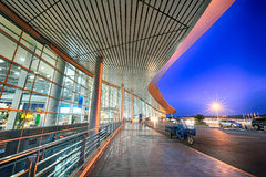 A Scenery Outside an Airport at night Royalty Free Stock Photos