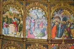 Scenes of the Gospel in Salamanca Old Cathedral. Jesus and the Samaritan woman at the well, the miracle of the Feeding of the 5000 and Saint Martha. Retable in Stock Photo