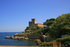 Scenic coastline castle Royalty Free Stock Photos