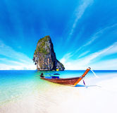Scenic getaway background of thai boat on exotic sea beach Royalty Free Stock Photos