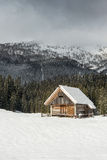 Scenic mountain cottage during winter time Royalty Free Stock Photography