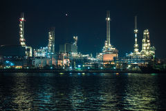 Scenic of petrochemical oil refinery plant shines at night Royalty Free Stock Photography