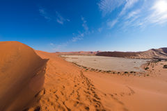 The scenic Sossusvlei and Deadvlei, clay and salt pan surrounded by majestic sand dunes. Namib Naukluft National Park, travel dest. Ination in Namibia. Ultra Stock Photo