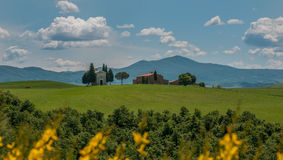 Scenic tuscan view, Cappella della Madonna di Vitaleta Royalty Free Stock Images