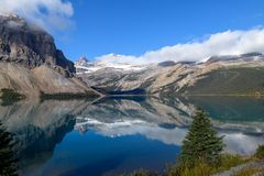 Scenic view of Bow Lake on the Icefields Parkway in Banff Nation Stock Images