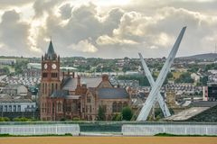 Scenic view of Londonderry, with Guildhall and Peace Bridge, Northern Ireland. Derry, also known as Londonderry, is a city on the River Foyle in Northern Stock Images
