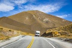 Scenico sulla strada della strada principale in Nuova Zelanda fotografia stock