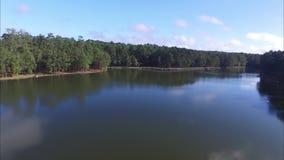 Scenics del este con los lagos, bosque, tuberías de Tejas metrajes