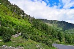 Scenics na estrada de Uttarkashi-Gangotri, Uttarkashi, Índia Fotografia de Stock