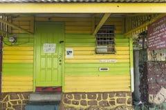 Sceniczna drewniana buda w kwartalnym Carib terytorium w Roseau Zdjęcie Royalty Free