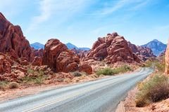 Sceniczna droga przez doliny Pożarniczy stanu park, Nevada, Stany Zjednoczone zdjęcia stock