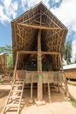 Sceniczna tradycyjna architektura, Taniec Toraja, Sulawesi, Indonezja Fotografia Royalty Free