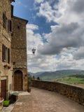 Sceniczne miasto ściany w średniowiecznym miasteczku Pienza, Tuscany zdjęcie stock