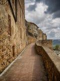 Sceniczne miasto ściany w średniowiecznym miasteczku Pienza, Tuscany obraz royalty free