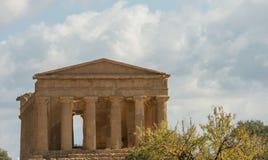 Sceniczne stare ruiny w dolinie świątynie blisko Agrigento Zdjęcia Royalty Free