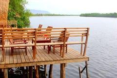Scenicznego patiów furnitures rzecznego widoku hotelowy kurort, Kambodża Obraz Royalty Free