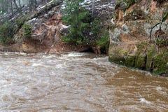 Scenicznej zimy barwiona rzeka w kraju Zdjęcia Royalty Free